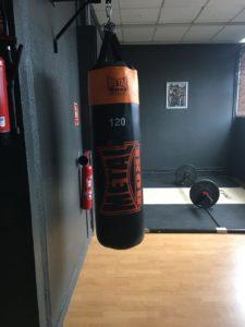 PLATEAU D'HALTEROPHILIE ET SAC DE FRAPPE - Ener'Gym